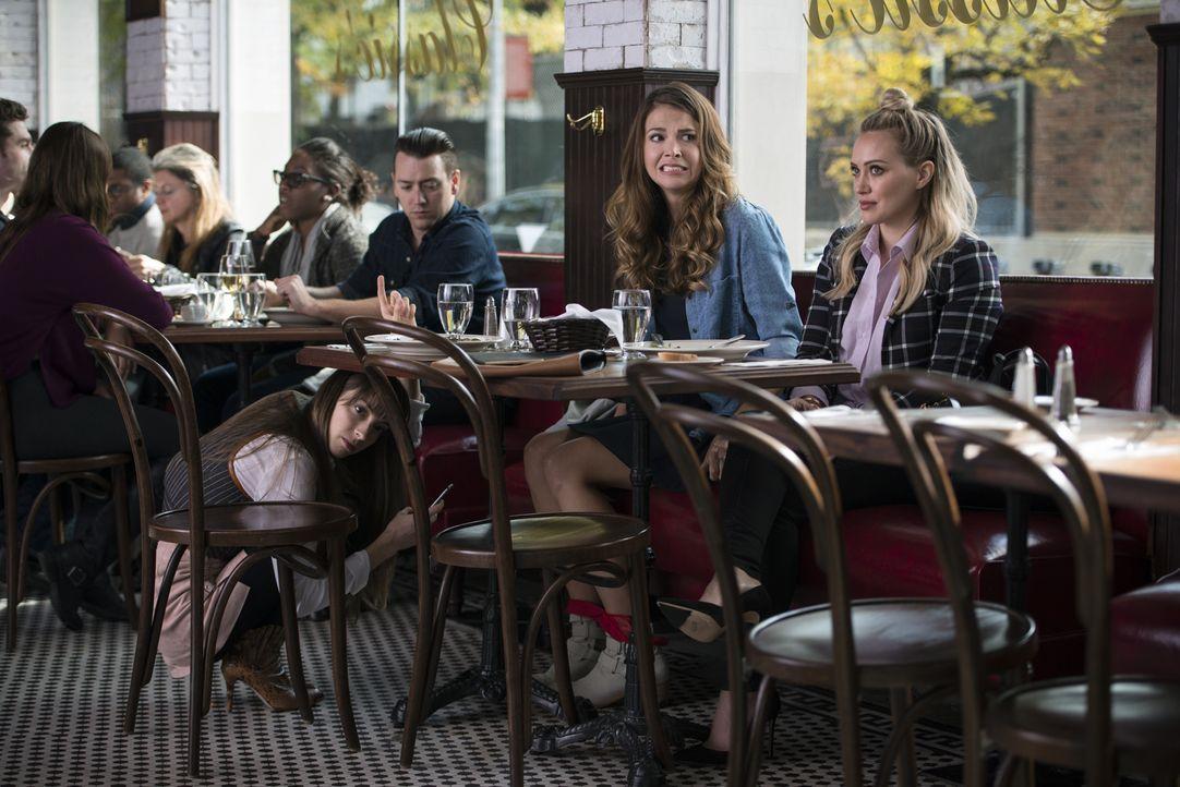 Auf Lauren (Molly Bernard, vorne l.), Liza (Sutton Foster, vorne M.) und Kelsey (Hilary Duff, vorne r.) warten immer wieder einige Überraschungen ... - Bildquelle: Hudson Street Productions Inc 2015