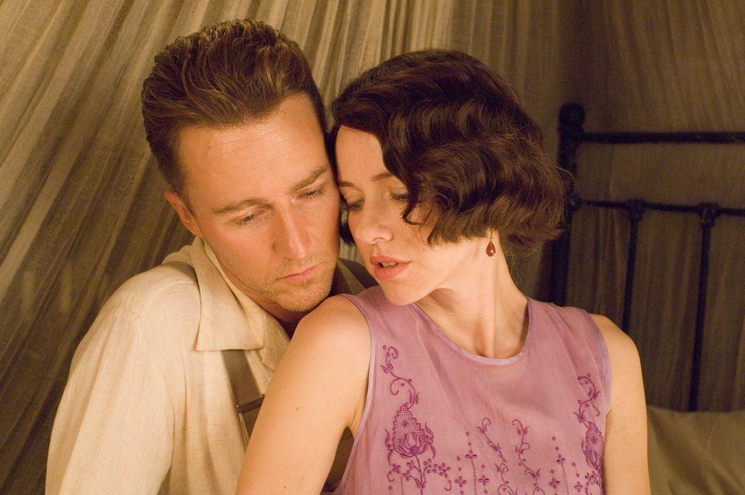 Eine schwere Zeit steht ihnen bevor: Walter (Edward Norton, l.) und Kitty (Naomi Watts, r.) ... - Bildquelle: 2006 Yari Film Group Releasing, LLC. All Rights Reserved.