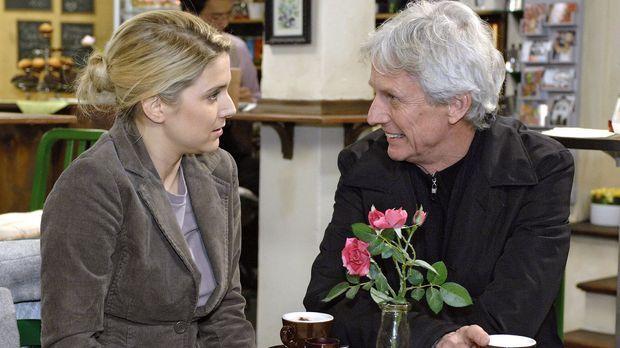 Anna (Jeanette Biedermann, l.) ist glücklich, als Robert (Mathieu Carrière, r...