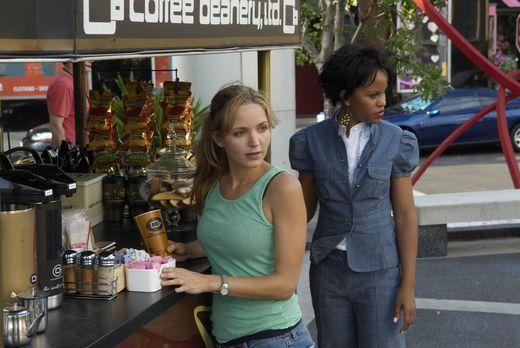 My Boys - Stephanie (Kellee Stewart, r.) merkt bald, dass P.J. (Jordana Spiro...