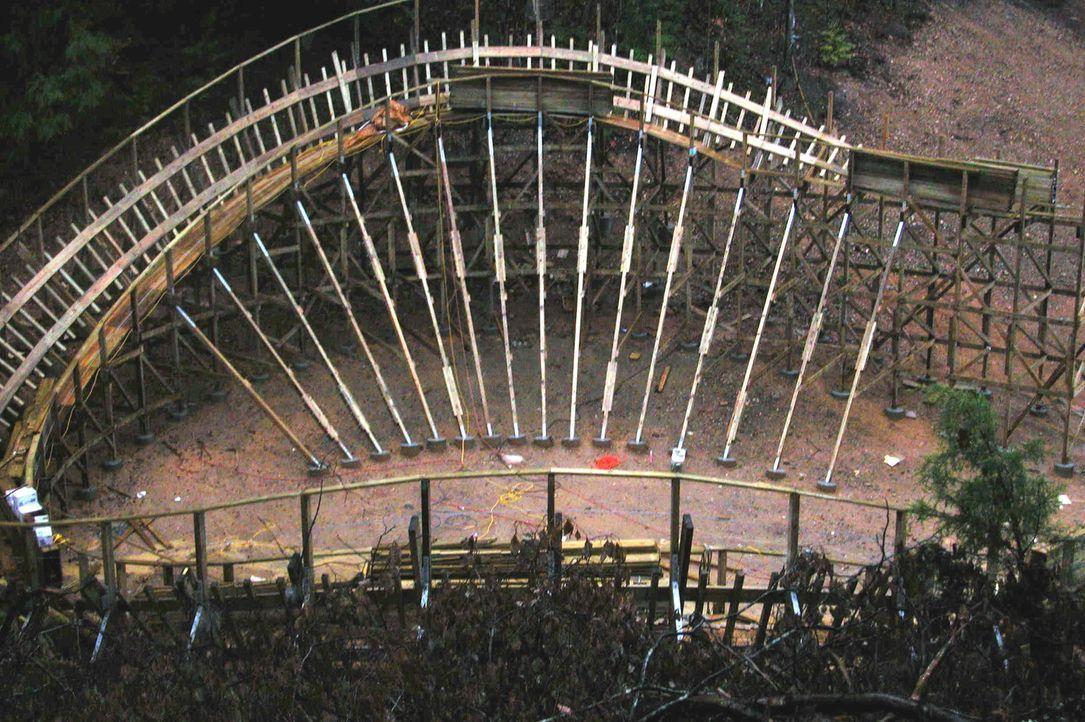 Beim Bau einer Holzachterbahn müssen viele Dinge beachtet werden - denn Holz ist eben ein ganz sensibles Produkt ... - Bildquelle: ProSieben MAXX