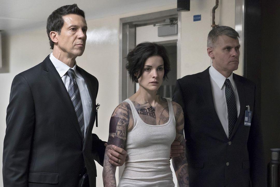 Noch ahnt niemand, wie sie an den Times Square in New York gekommen ist und was es mit ihren Tattoos auf sich hat. Das FBI ermittelt, um hinter das... - Bildquelle: Warner Brothers
