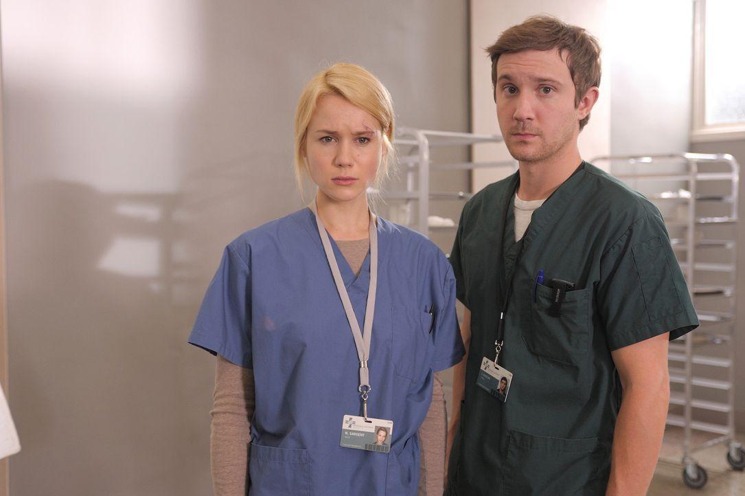 Während Sally eine neue Fähigkeit entdeckt, müssen sich Nora (Kristen Hager, l.) und Josh (Sam Huntington, r.) über ihre Beziehung zueinander kl... - Bildquelle: Phillipe Bosse Syfy Channel