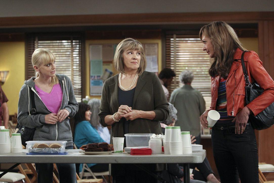 Als Marjorie (Mimi Kennedy) Bonnie (Allison Janney, r.) kennenlernt, beginnt sie zu verstehen, warum Christy (Anna Faris, l.) Probleme im Leben hat... - Bildquelle: Warner Brothers Entertainment Inc.