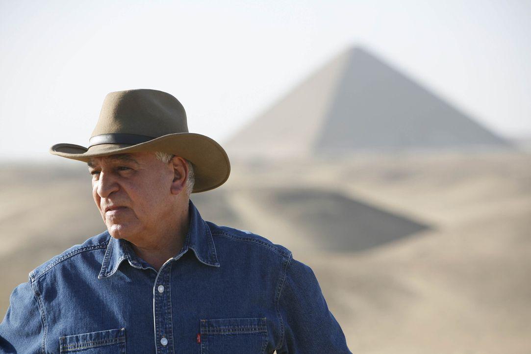 Dr. Zahi Hawass macht eine erstaunliche Entdeckung in Sakkara, tief unter der Erde: In einem neu entdeckten Grabmal, das eindeutig ein Familiengrab... - Bildquelle: 2010 A&E TELEVISION NETWORKS.