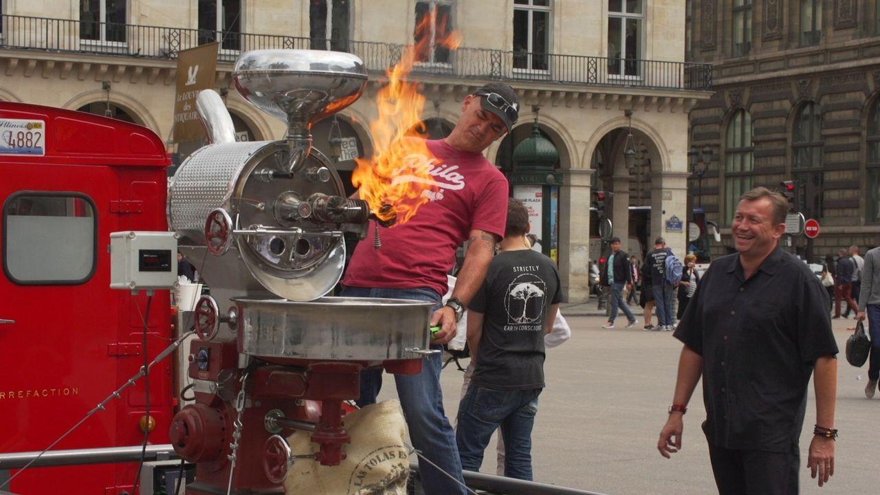 Todd (l.) hat vor, sich mit einem Kaffee-Food-Truck vor dem Louvre in Paris aufzustellen. Leider ist die französische Hauptstadt nicht besonders off... - Bildquelle: 2015, The Travel Channel, L.L.C. All Rights Reserved.