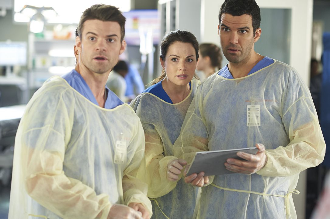 Als ein verunglückter Rennfahrer ins Krankenhaus eingeliefert wird, müssen sich Joel (Daniel Gillies, l.), Alex (Erica Durance, M.) und Dr. Miller (... - Bildquelle: Ken Woroner 2014 Hope Zee Three Inc.