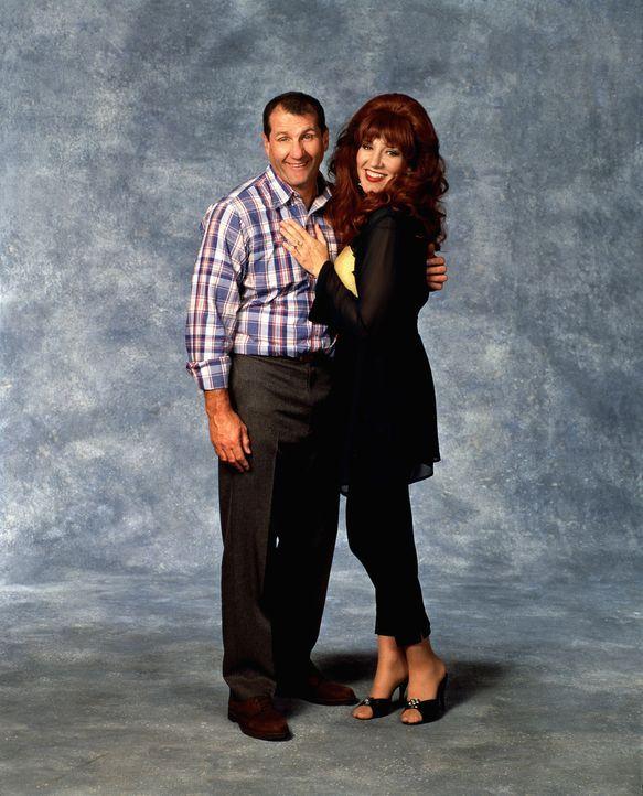 (8. Staffel) - Immer wieder versucht Peggy (Katey Sagal, r.) ihren Al (Ed O'Neil, l.) zu einem Schäferstündchen zu überreden - was ihr eher selten g... - Bildquelle: Sony Pictures Television International. All Rights Reserved.