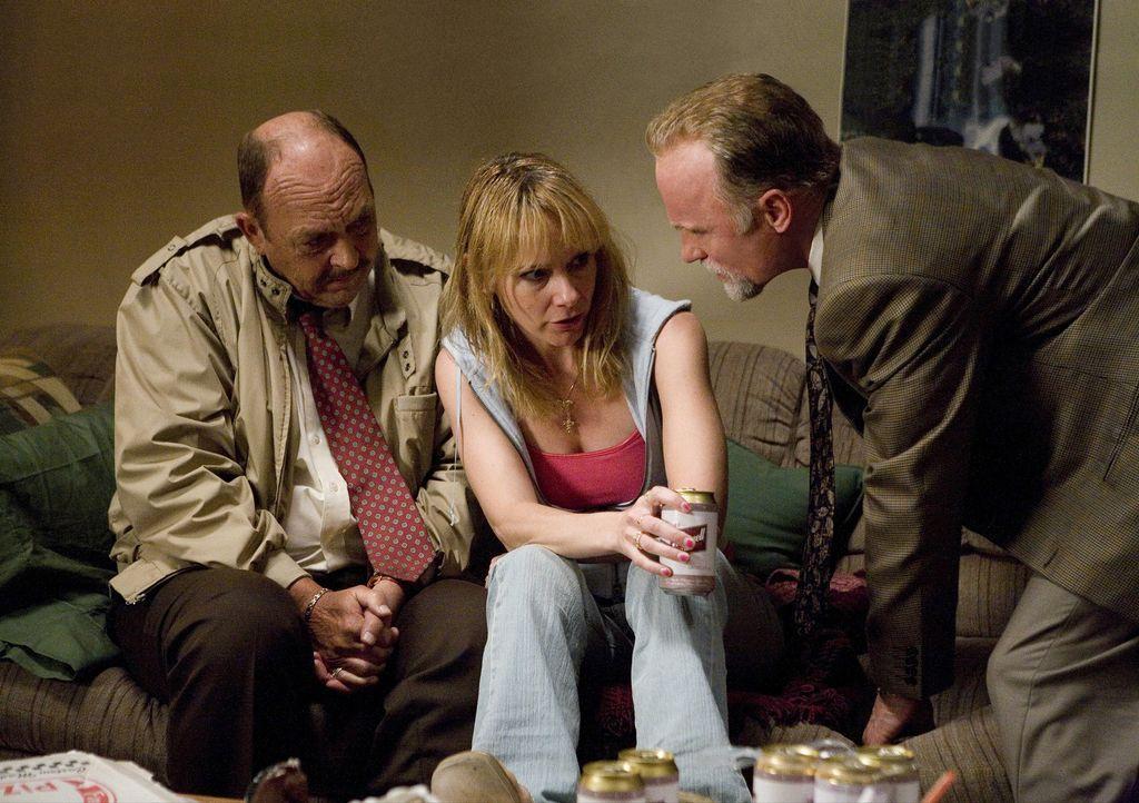 Sollen den Fall eines verschwundenen Mädchens aufklären: Die Detectives Remy Bressant (Ed Harris, r.) und Nick Poole (John Ashton, l.) nehmen dere... - Bildquelle: Claire Folger 2006 Miramax Film Corp. All rights reserved