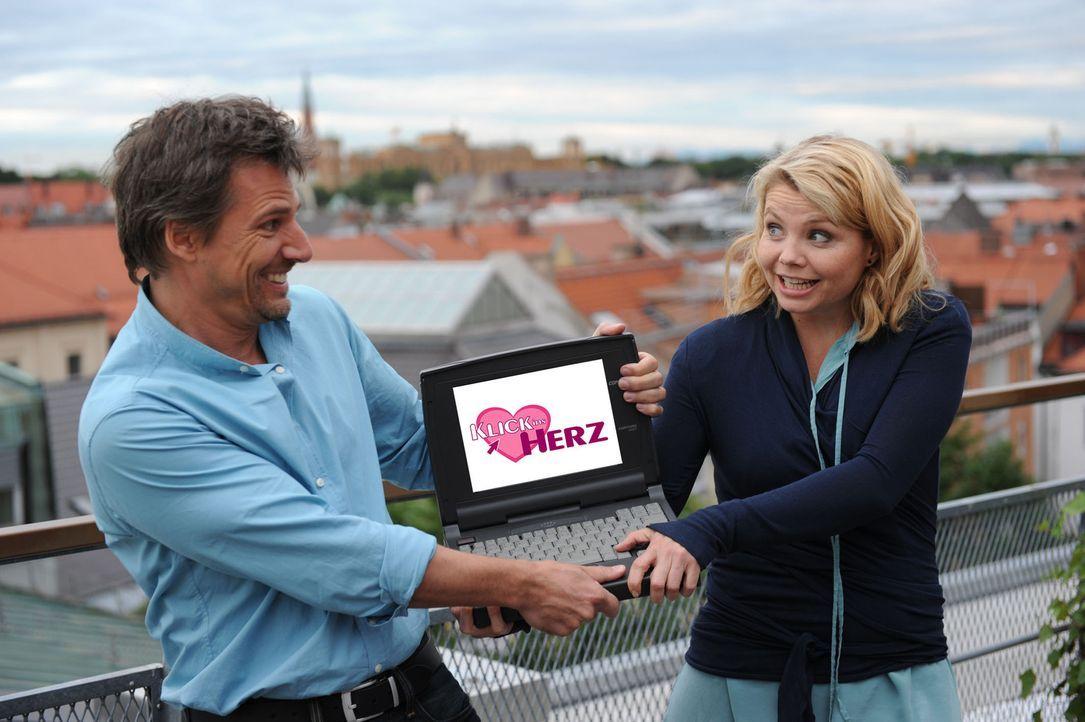 Klick ins Herz - mit Annette Frier, r. und René Steinke, l. - Bildquelle: Kerstin Stelter Sat.1