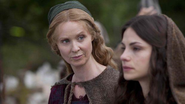Nach dem Tod ihrer Mutter gerät Caris (Charlotte Riley, r.) in die Obhut ihre...