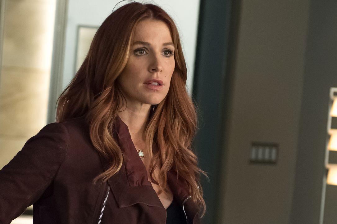 Carrie (Poppy Montgomery) versucht im Zuge einer nicht abgesegneten Ermittlung, die Unschuld von Al zu beweisen ... - Bildquelle: 2014 Broadcasting Inc. All Rights Reserved.