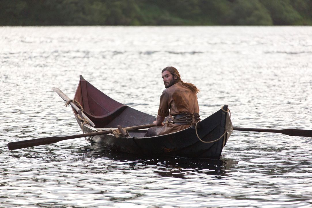Steht Rollo (Clive Standen) wirklich hinter seinem Bruder und dessen gefährlichem Plan? - Bildquelle: 2013 TM TELEVISION PRODUCTIONS LIMITED/T5 VIKINGS PRODUCTIONS INC. ALL RIGHTS RESERVED.