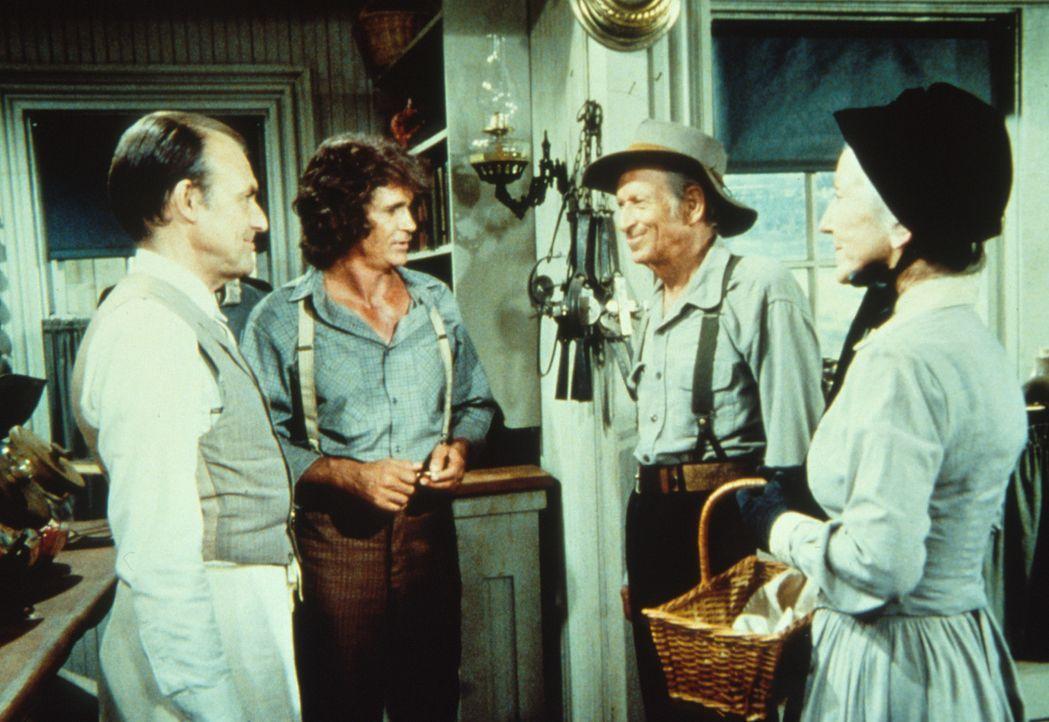Virginia (Susan French, r.) und ihr Mann Brewster (Malcolm Atterbury, 2.v.r.) wollen für ihren Enkel Tod das erste Rasierzeug kaufen. Nels Oleson (... - Bildquelle: Worldvision