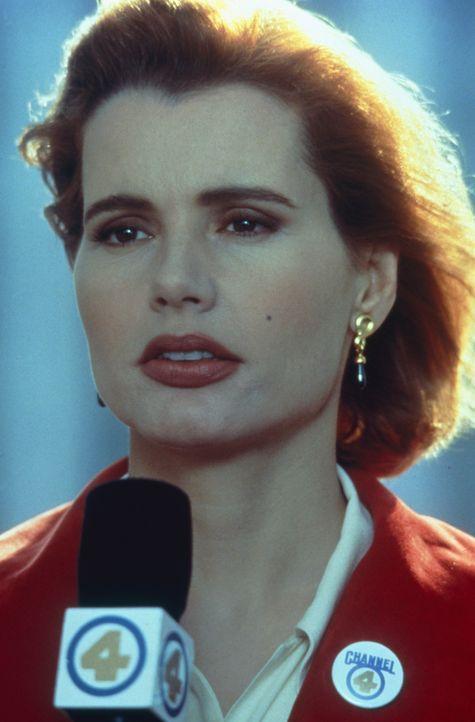 Die Reporterin Gale Gayley (Geena Davis) glaubt, die Story ihres Lebens gefunden zu haben ... - Bildquelle: 1992 Columbia Pictures Industries, Inc. All Rights Reserved.