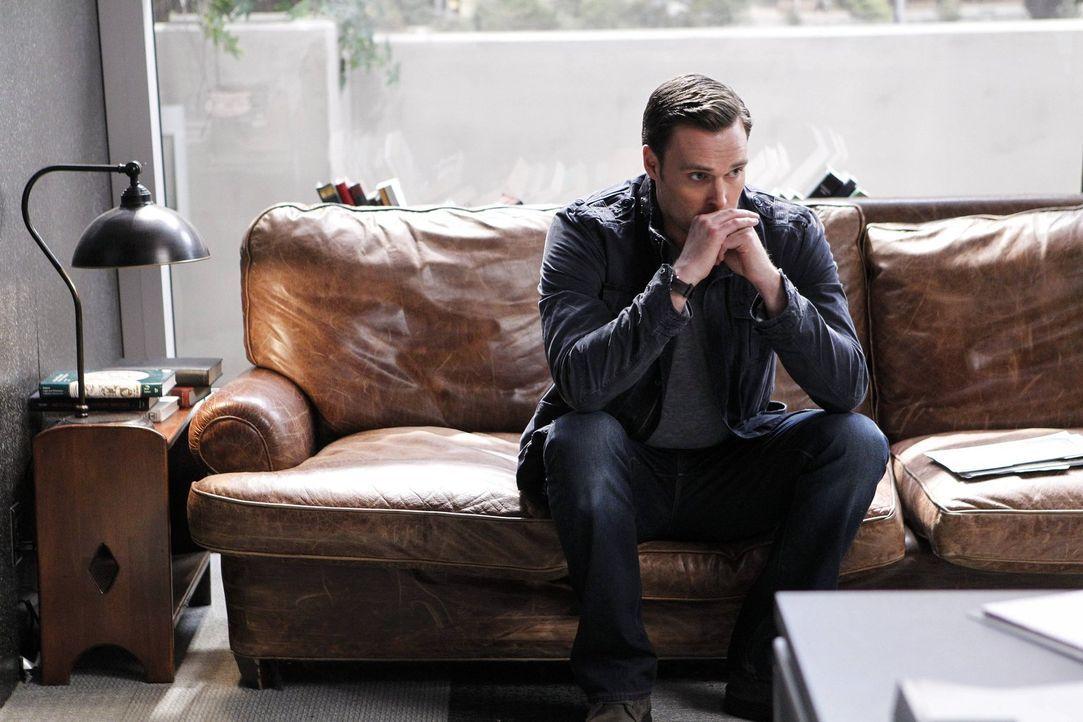 Angespannt bis zum Äußersten: Wayne Rigsby (Owain Yeoman), der um das Leben von Grace fürchtet ... - Bildquelle: Warner Bros. Television