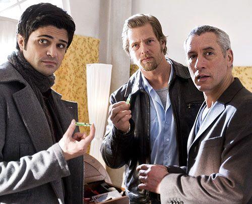 Während Andreas (Max Grill) eigentlich nur damit beschäftigt ist, vor Mick (Henning Baum) zu verheimlichen, dass er mit dessen Tochter liiert ist,... - Bildquelle: Martin Rottenkolber Sat1