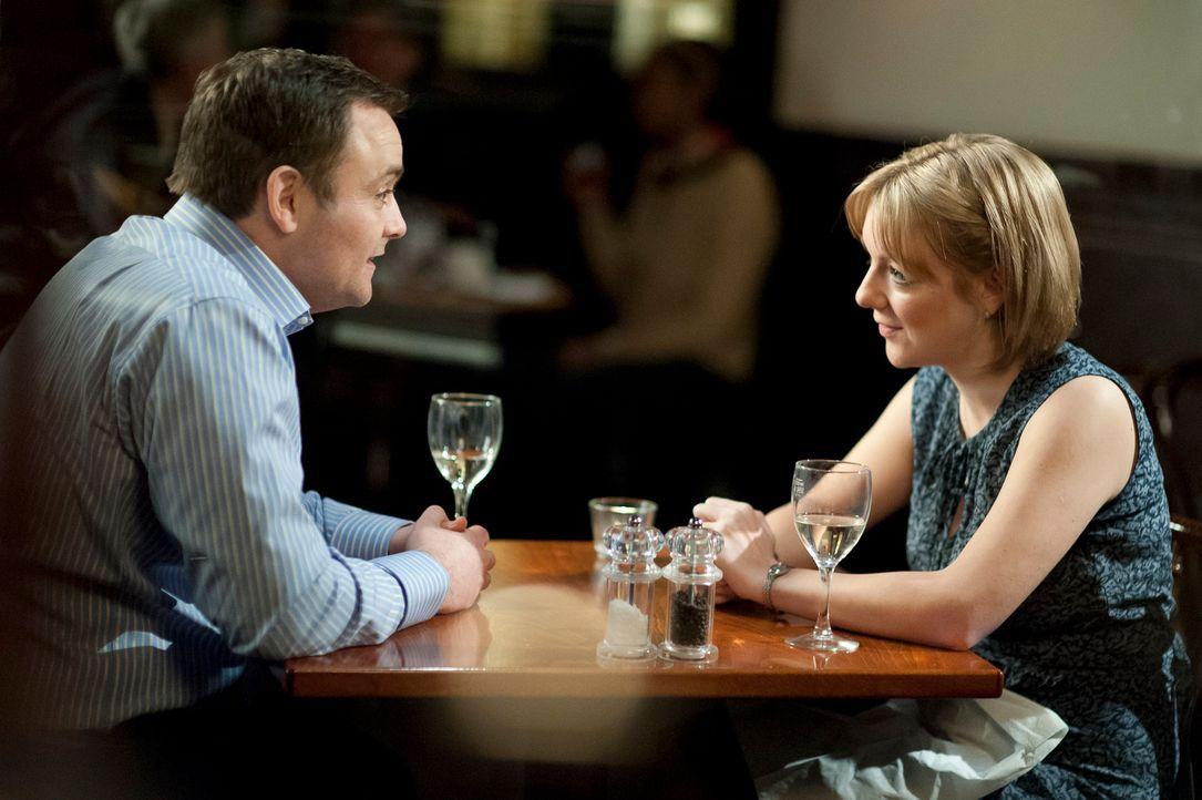 Bei ihrem ersten Date lernen sich Jenny (r.) und Nick (l.) ein bisschen besser kennen, müssen aber zugleich feststellen:  Zu viel Wissen kann auch s...