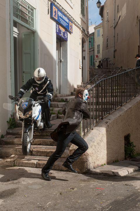 Erneut gelingt es den Gangstern in letzter Minute zu entkommen ... - Bildquelle: Francois Lefebvre Tandem Productions GmbH. TF1 Production SAS. All rights reserved