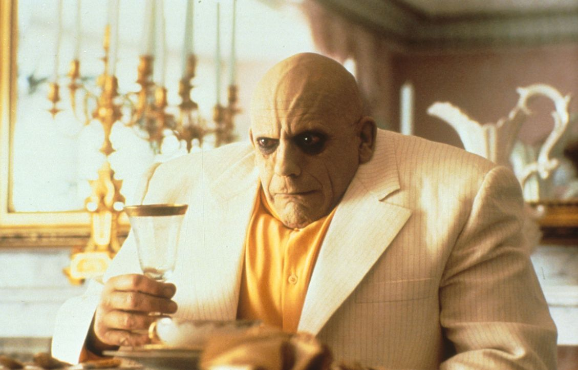 Der liebeskranke Onkel Fester (Christopher Lloyd) beschließt, eigene Wege zu gehen: Er heiratet, doch das neue Glück wird bald getrübt ... - Bildquelle: Paramount Pictures