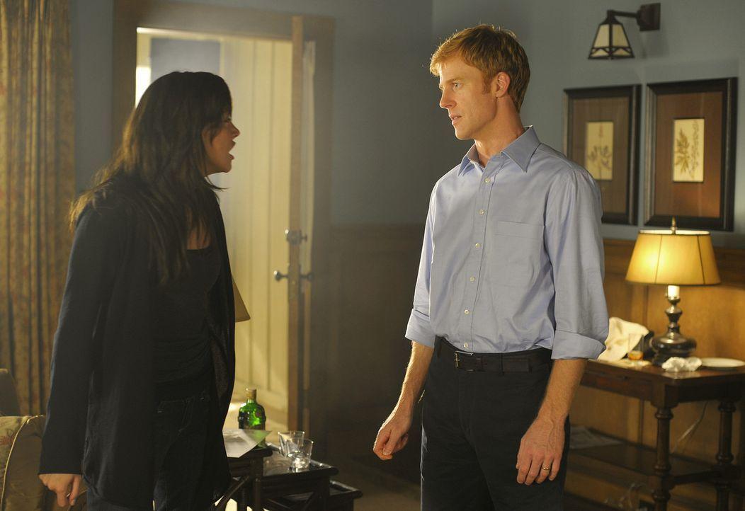 Trish (Katie Cassidy, l.) konfrontiert Richard (David Lewis, r.) mit ihrem Wissen, um seine Affäre mit Katherine. Auch Thomas wusste davon ... - Bildquelle: 2009 CBS Studios Inc. All Rights Reserved.