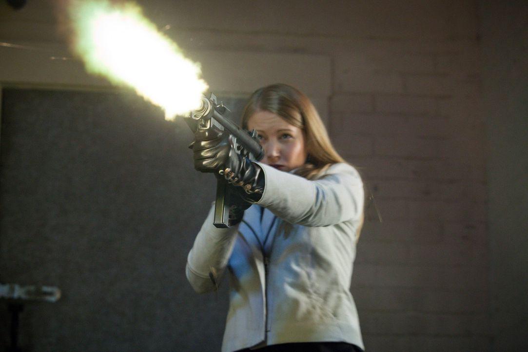 Ein Schuss, der alles verändern wird: Natalie (Tatyana Forrest) ... - Bildquelle: Warner Bros. Television