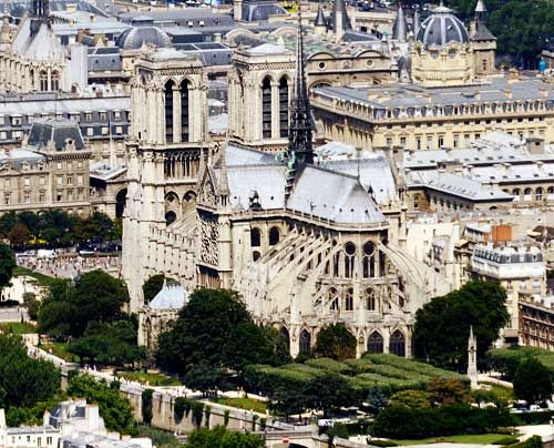 Vielleicht die Bekannteste: Notre Dame in Paris. Ihr Bau erstreckte sich über fast 200 Jahre. In der Architektur finden sich deshalb sowohl romanis... - Bildquelle: AFP