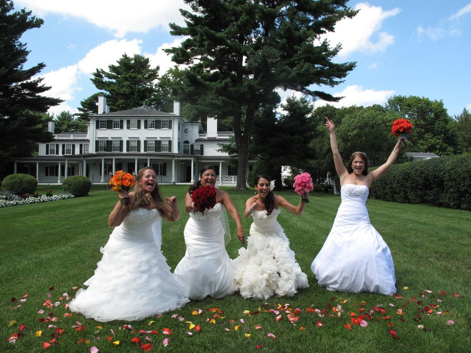 Nur eine kann die perfekte Hochzeit zelebrieren und die Jury überzeugen: Deanna (l.), Aimee (2.v.l.), Lydia (2.v.r.) und Jennifer (r.) stellen sich... - Bildquelle: Richard Vagg DCL