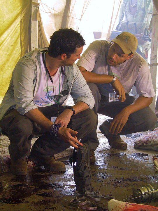 Carter (Noah Wyle, l.) ahnt noch nicht, dass er Luka bald lebend in die Arme schließen kann ... - Bildquelle: National Broadcasting Company (NBC)
