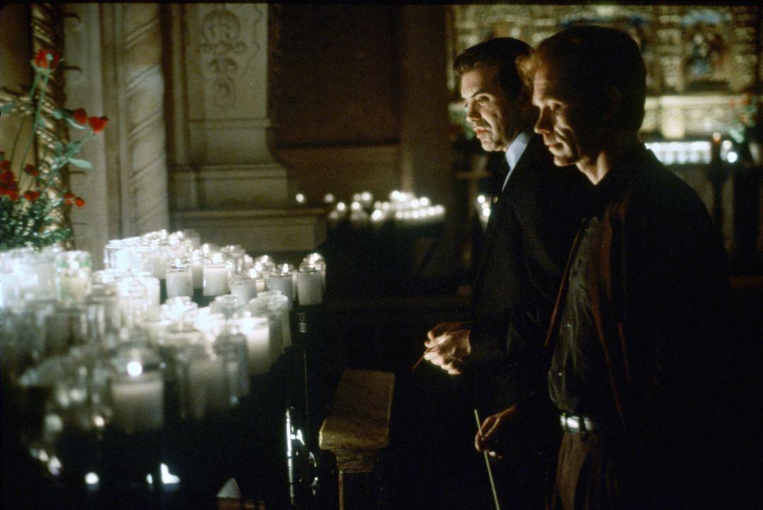 Kann David (David Caruso) Trinas Mann, dem Staranwalt Matt Gavin (Chazz Palminteri), trauen? - Bildquelle: Paramount Pictures