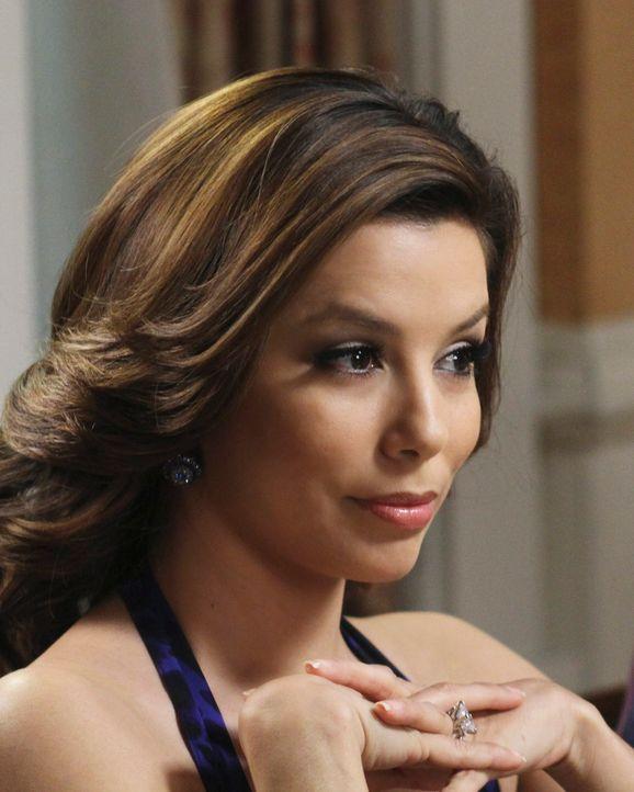 Gabrielle (Eva Longoria) erfährt von Carlos' Geschäftsführer, dass er Mike 50.000 Dollar geliehen hat. Wenig später erzählt sie das der nichtsahnend... - Bildquelle: ABC Studios