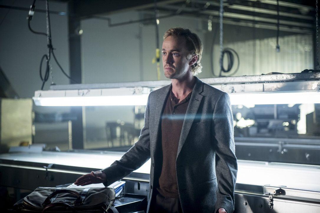 Wird Julian (Tom Felton) Caitlin an die Polizei verraten oder nutzt er sein Wissen, um Barry eins auszuwischen? - Bildquelle: 2016 Warner Bros.