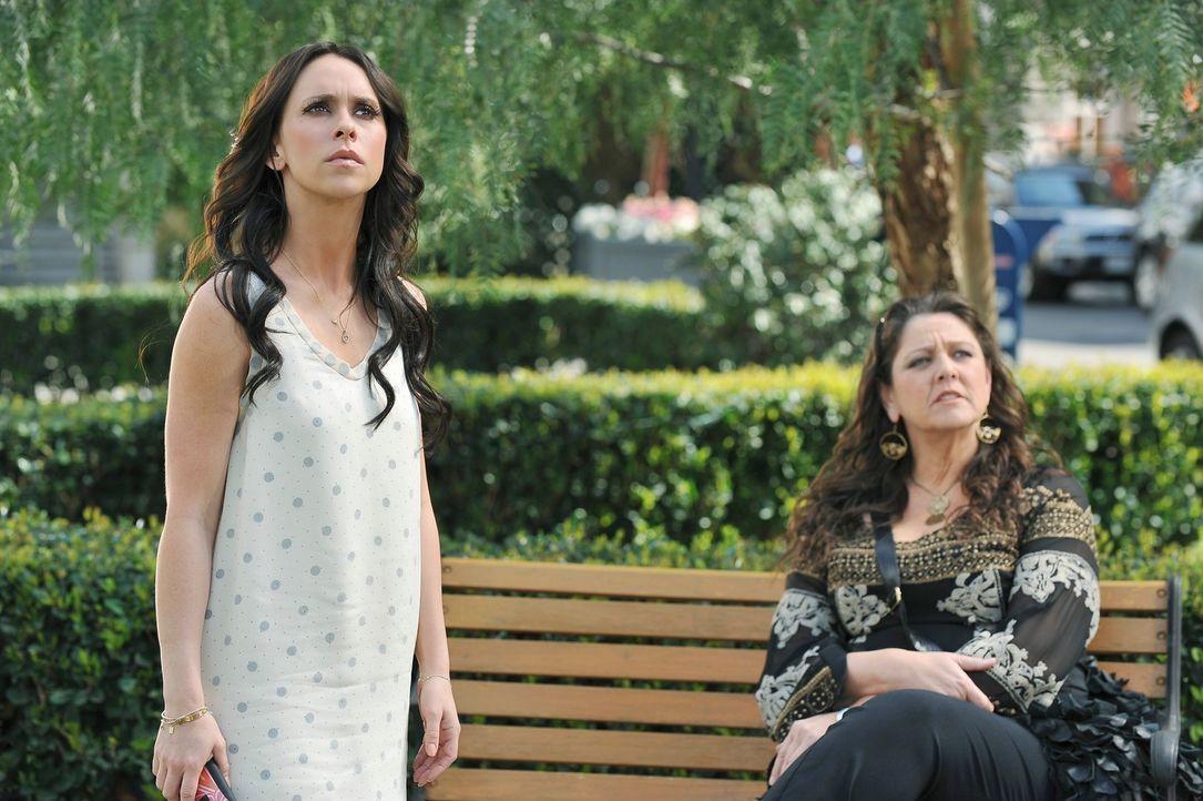Melinda (Jennifer Love Hewitt, l.) hat eine grausame Vision. Sie sieht wie ihr Sohn Aiden vom Dach stürzt. Delia (Camryn Manheim, r.) weiß nicht, wi... - Bildquelle: ABC Studios