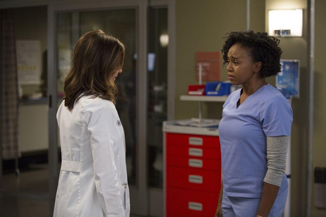 Amelia (Caterina Scorsone, l.) stellt eine neue Behandlungsmethode bei einer Neuropatientin vor. Stephanie (Jerrika Hinton, r.) jedoch äußert ihre Z... - Bildquelle: John Fleenor ABC Studios