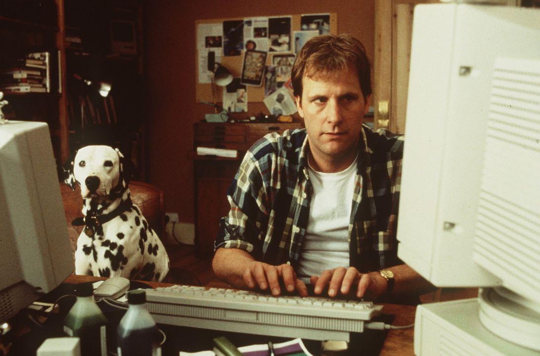 Dalmatiner Pongo lebt mit Herrchen Roger (Jeff Daniels) in trauter Zweisamkeit ... - Bildquelle: Buena Vista Pictures