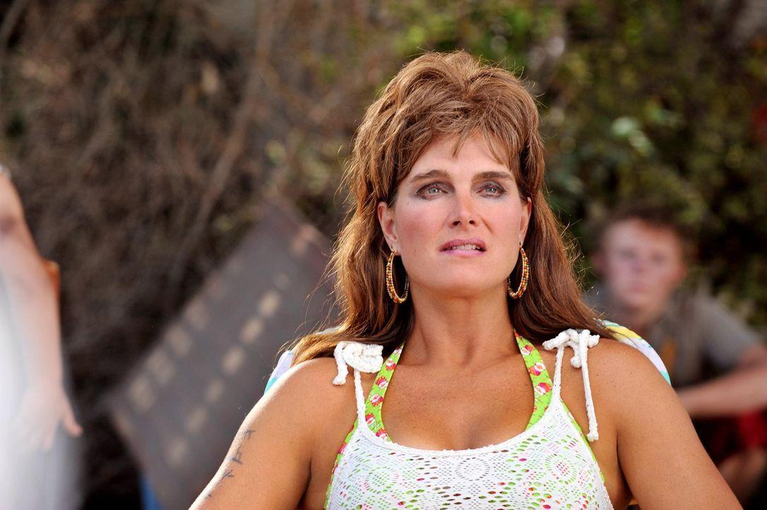 Frankie ist wenig erfreut darüber, dass ihre unsympathische Nachbarin Rita Glossner (Brooke Shields) wieder zurück in der Stadt ist. Bereits nach ku... - Bildquelle: Warner Brothers