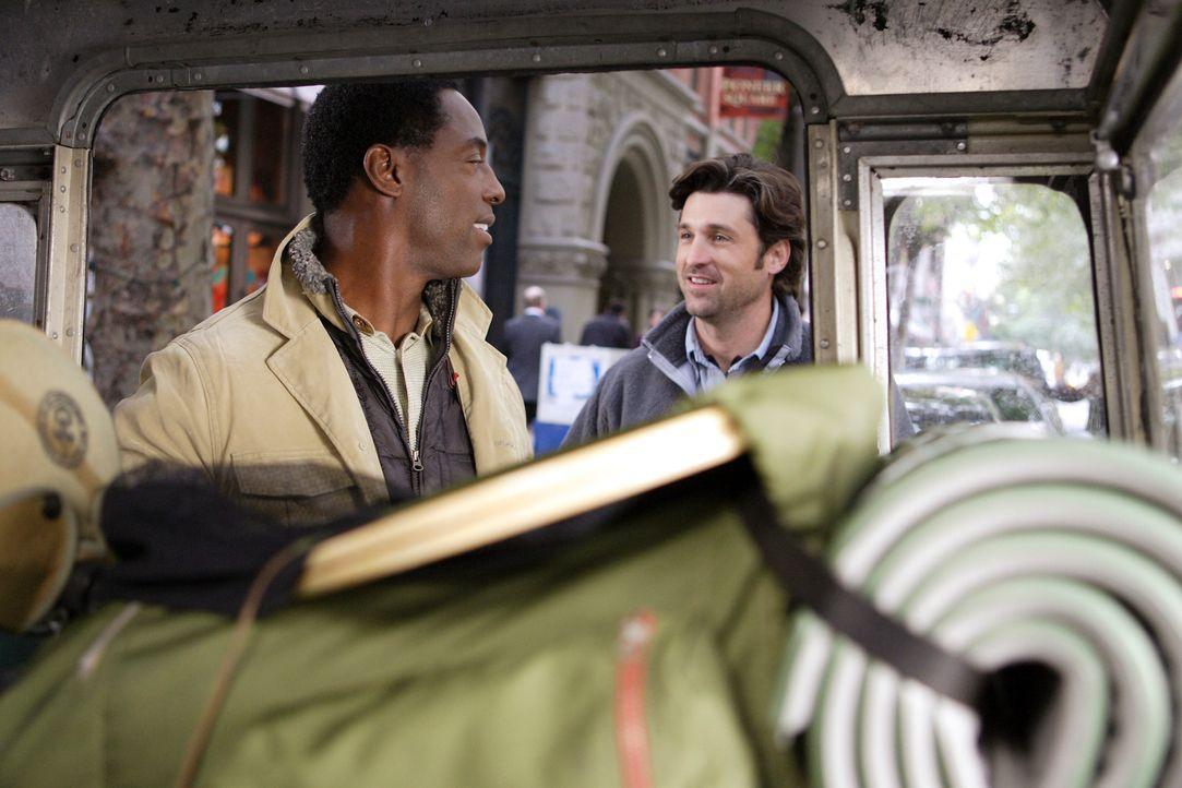 Derek (Patrick Dempsey, r.) sucht bei einem Camping-Ausflug die Freiräume, die ihm seine Schwester Nancy empfohlen hat. Da er nicht allein fahren mö... - Bildquelle: Touchstone Television