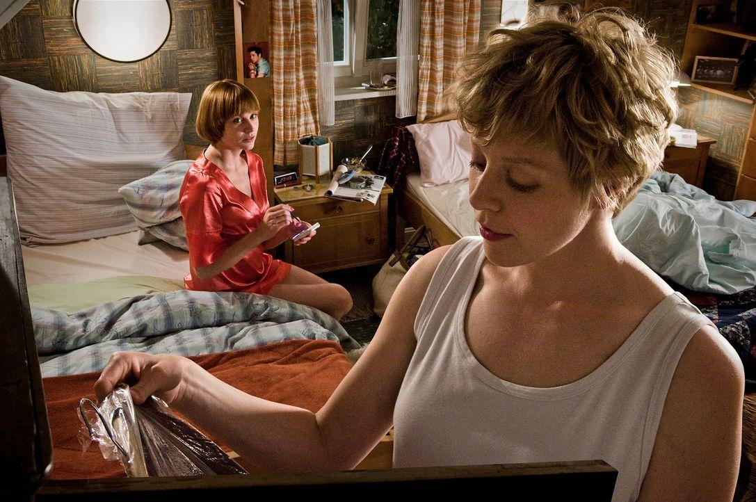 Jedes Aufeinandertreffen zwischen den Schwestern Susanne (Christiane Paul, l.) und Corinna (Anna Böger, r.) läuft nach dem gleichen Muster ab: une... - Bildquelle: 3L Filmverleih