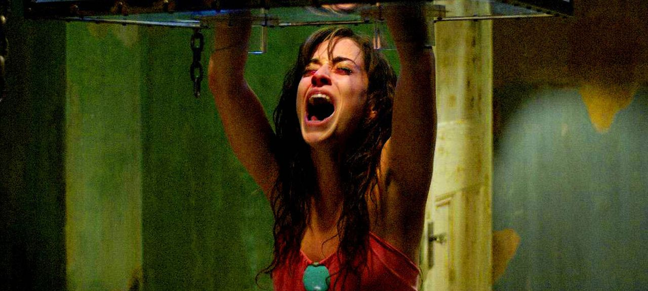 Beim Versuch, an eine Spritze mit Gegengift zu gelangen, erlebt Addison (Emmanuelle Vaugier) eine bitterböse Überraschung.... - Bildquelle: Kinowelt Filmverleih