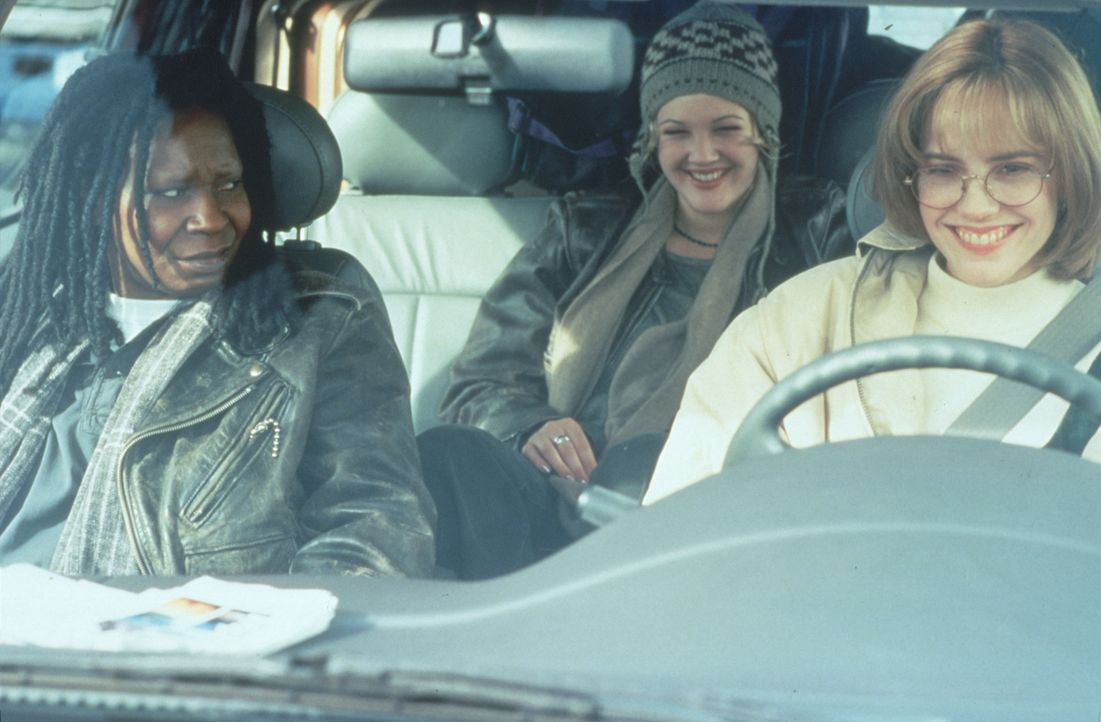 Jane (Whoopi Goldberg, l.), Robin (Marie-Louise Parker, r.) und Holly (Drew Barrymore, M.) beschließen, sich in einem Kaff in der Nähe von Tucson ni... - Bildquelle: Warner Bros.