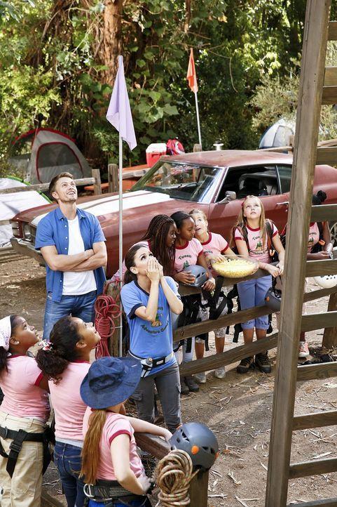 Was für Wade (Wilson Bethel, l.) ein Spaß ist, sorgt bei Zoe (Rachel Bilson, r.) für Entsetzen ... - Bildquelle: Warner Brothers