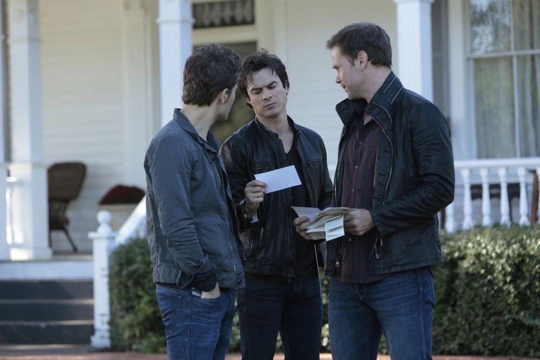 Stefan (Paul Wesley, l.), Damon (Ian Somerhalder, M.) und Alaric (Matthew Davis, r.) begeben sich auf die Suche nach einem wichtigen Gegenstand, wäh... - Bildquelle: Warner Bros. Entertainment, Inc