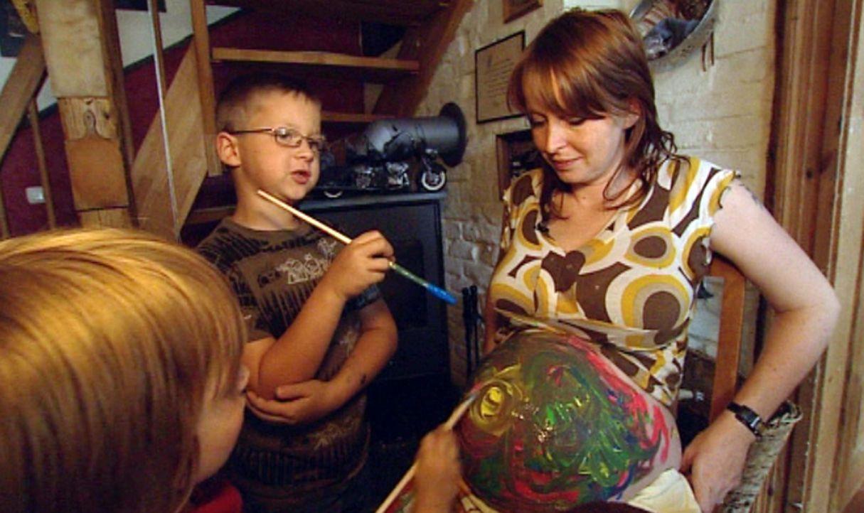 Seit dem Jahr 2004 baut Familie Weigelt aus Ölsnitz in Sachsen eine alte Dorfruine zu ihrem Traumhaus um. Die Kosten explodieren und die Weigelts m... - Bildquelle: ProSieben