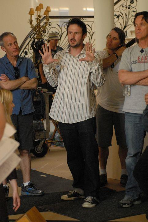 """Bei den Dreharbeiten zu """"Medium"""": David Arquette (M.) führt Regie ... - Bildquelle: Paramount Network Television"""