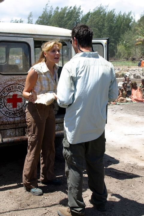Im Kongo wird Carter (Noah Wyle, r.) schon erwartet ... - Bildquelle: National Broadcasting Company (NBC)
