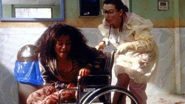 Schwester Hathaway (Julianna Margulies, r.) drohen Unannehmlichkeiten. Die cr...