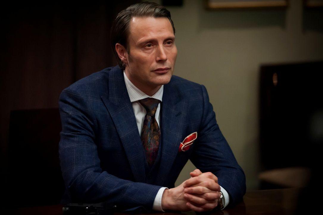 Wie lange kann Dr. Hannibal Lecter (Mads Mikkelsen) seine wahre Identität noch verbergen? - Bildquelle: Brooke Palmer 2013 NBCUniversal Media, LLC