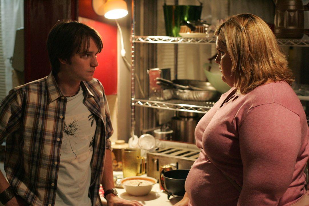 Rückblick: Laurie (Lindsay Hollister, r.) und Dirk (James Immekus, l.) ... - Bildquelle: Warner Bros. Television