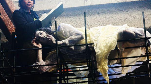 Auf einer Baustelle wird die hartgefrorene Leiche von Melanie Kavanaugh (Tamm...