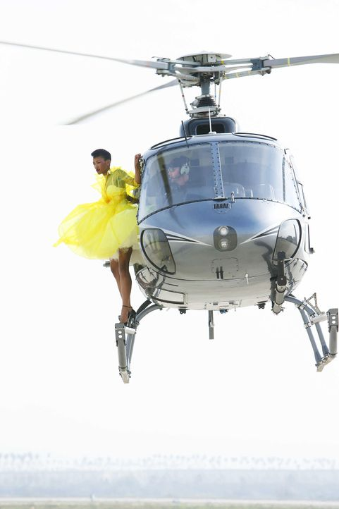 GNTM-Stf10-Epi06-Helikopter-Shooting-85-Erica-ProSieben-Richard-Huebner - Bildquelle: ProSieben/Richard Huebner